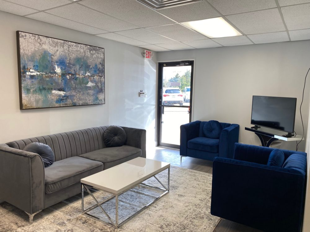 interior of texas title mansfield office 2